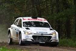 Bob de Jong snelt naar tweede plaats in Twente Rally